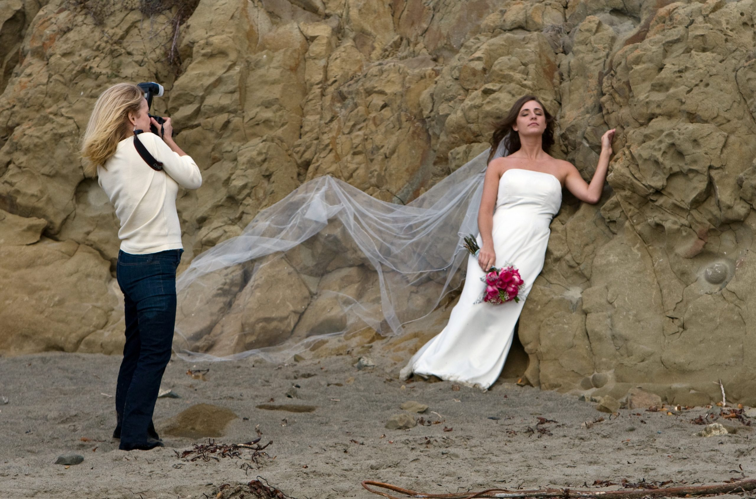 wedding_photographer_preparing_shot-1551884