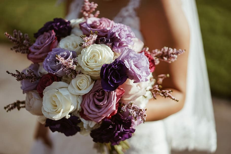 flower-bouquet-hand-holding-3493188