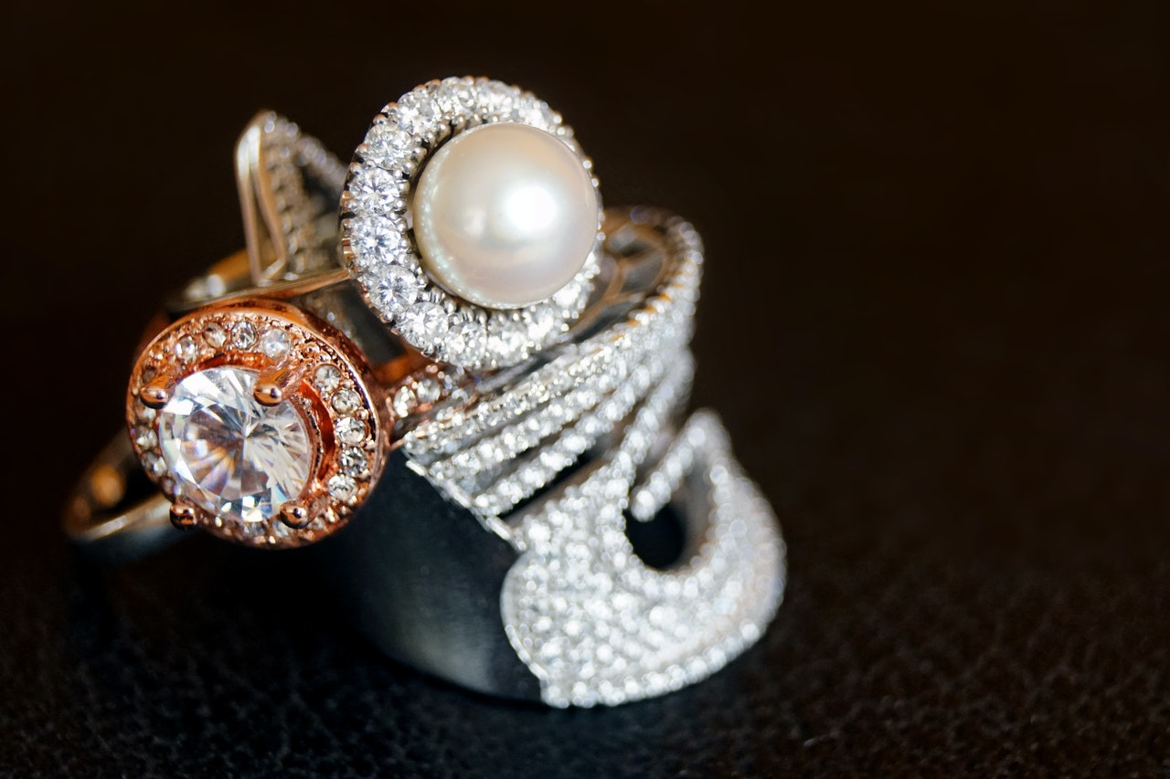 how to photograph jewelry